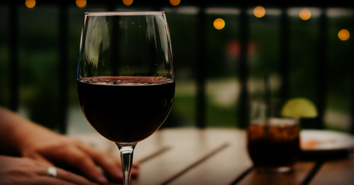 Christians and Alcohol: A Realistic Look at What the Bible Has to Say   alyssajhoward.com