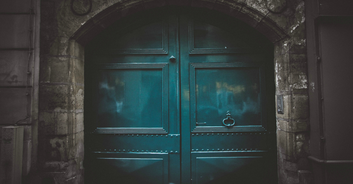 When God Closes a Door and You've Lost Your Hope | alyssajhoward.com